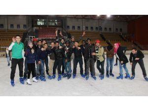 Misafir Öğrenciler Buz Pateni İle Tanıştı