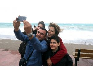 Antalya'da Vatandaşların 'Lodos' Selfiesi