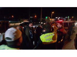 Kovalamacanın Ardından Yakalanan Sürücü, Ehliyetsiz Ve Alkollü Olduğu İçin Kaçtığını Söyledi