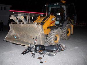 Sakarya'da Kepçe İle Motosiklet Çarpıştı: 1 Ağır Yaralı