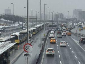 Metrobüsler kaza yaptı