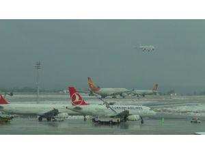 İstanbul'da 500 uçuş iptal