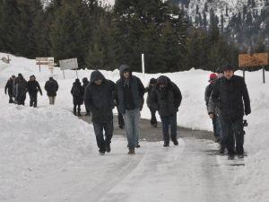 Doğaya Dikkat Çekmek İçin Kar Yürüyüşü Yaptılar