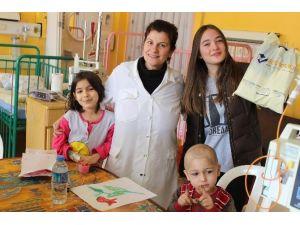 Öğrencilerden Hasta Çocuklara Oyuncak