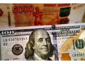 Petrol fiyatı ucuzladı, dolar yeniden 78 ruble