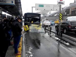 Merter'de metrobüs kazası: 8 yaralı