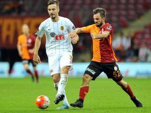 Antalyaspor, Emre Çolak'ı İkna Etmeye Çalışıyor