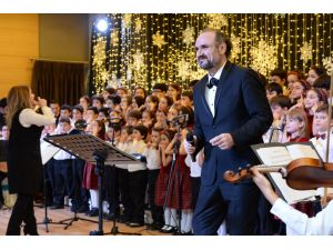 Ünlü tenor Aysev, Bilfenli öğrencilerle aynı sahneyi paylaştı