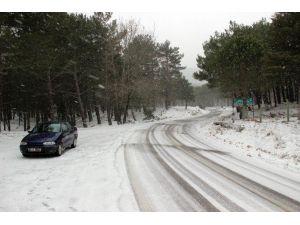 Kuzey Ege'de Kar Yağışı Hayatı Olumsuz Etkiliyor