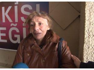Soğuk Havada Sokakta Yaşayan Kadın Gözyaşlarına Boğuldu