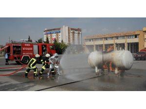 Konya'da İtfaiye 2015'te 8 Bin 296 Yangına Müdahale Etti