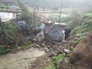 Söke'de Aşırı Yağış Yol Kapattı