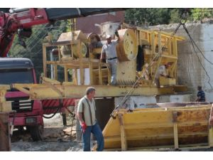 Alaçam'a Taş Kırma Makinesi