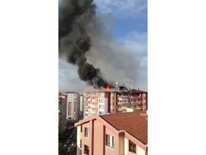 15 katlı binanın çatısında çıkan yangın korkuttu