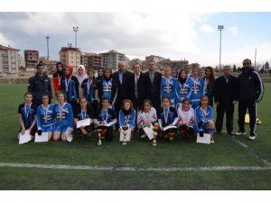 Okullar Arası Genç Kızlar Futbol Müsabakaları Sona Erdi