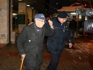 91 Yaşındaki Adamın 90 Bin Lirasını Dolandırdılar...