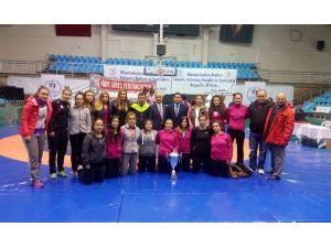 Yalovalı Bayan Güreşçiler Edirne'de Madalyaları Silip Süpürdü