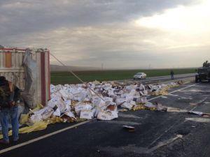 Yağ yüklü TIR yan yattı, İpek Yolu trafiğe kapandı