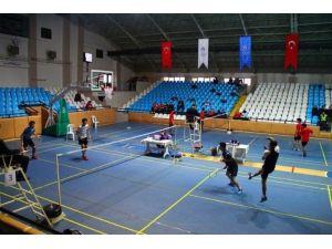 Gençler Badminton Grup Müsabakaları Erzincan'da Başladı