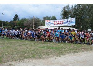 Okullar Arası Kros Şampiyonası Kuşadası'nda Yapıldı