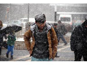 Yoğun Kar Yağışı Kayseri'de Etkili Oldu