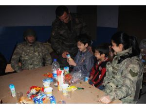 Sur'da mahsur kalan 5 aileyi jandarma tahliye etti