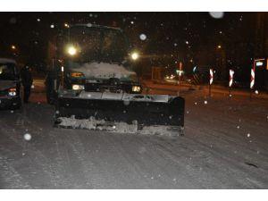 Kars Belediyesi'nin Karla Mücadelesi Aralıksız Devam Ediyor