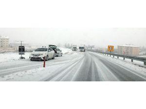 Aksaray'da Kar Yağışı Ulaşımı Etkiledi