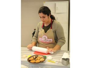 Kadınlara Uzmanından Pasta Yapım Dersi