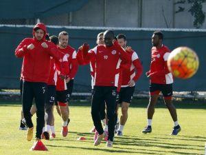Antalyaspor Antrenmanına Moraıs Damgası