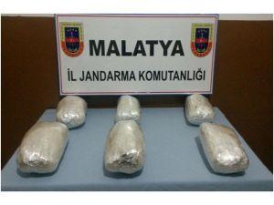 Malatya'da Kaçak Sigara Ve Esrar Ele Geçirildi