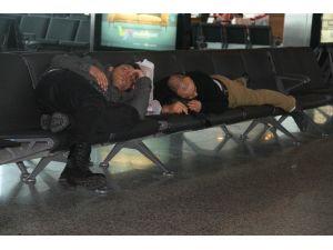 Seferler İptal Olunca Atatürk Havalimanı Otele Döndü
