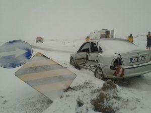 Ambulans İle Otomobil Çarpıştı: 1 Yaralı