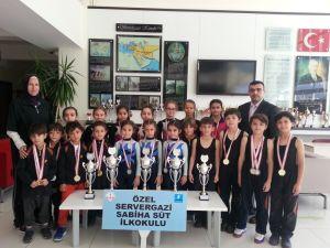Jimnastiğe Özel Servergazi Sabiha Süt İlkokulu damgası