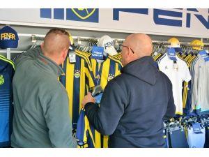 Fenerbahçe Tır'ına Aliağa'da Büyük İlgi