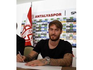Antalyaspor'dan İmza Şov