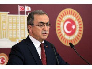 "AK Parti'li Petek: ""Cumhurbaşkanımıza Hakaret Etmek Örgüte Destek Vermektir"""