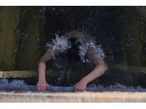 Ortodoks Hıristiyanlar eksi 30 derecede vaftiz oldular