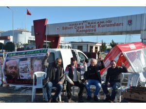 Tutuklu gazeteciler için 'Yiğidim Aslanım' türküsünü söylediler