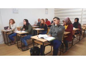 SDÜ'de Osmanlıca Eğitimi Sürüyor