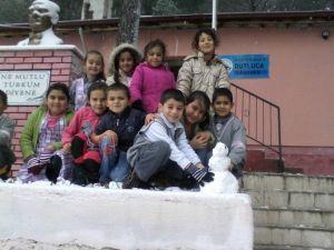 Burhaniyeli Öğrencilerin Kar Sevinci
