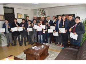 Başarılı Öğrencilerden Arslan'a Ziyaret