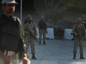 Pakistan'da üniversiteye saldırı
