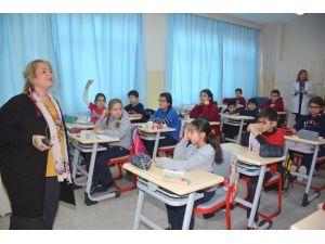 """Çocuk Edebiyatının Ünlü İsminden Öğrencilere """"Şiir Atölyesi"""" Dersi"""