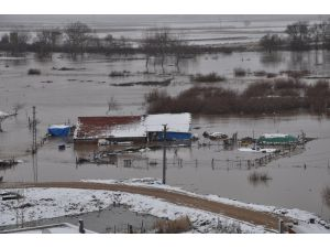 Karacebey'de tarım alanları sular altında