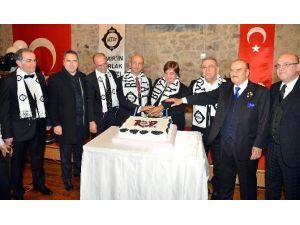 """İzmir'de """"Siyah-beyaz"""" Gece"""