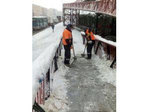 Karda Kaymamanız İçin Çalışıyorlar