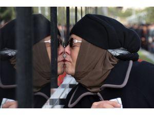 Azerbaycan'da 20 Ocak katliamında hayatını kaybedenler anılıyor