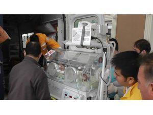 Rahatsızlanan Suriyeli Bebek Kuvözle Konya'ya Sevk Edildi