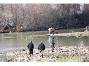 Vurduğu Ördeğin Peşinden Giderken Irmakta Kayboldu